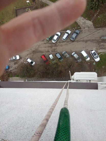 Montaj na polikarbonatna kozirka ot alpinisti